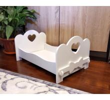 Игровая кроватка для кукол деревянная (подходит для больших кукол 49 см). Цвет белый. Арт. KMO-13