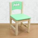 """Стульчик детский из массива дерева """"Бэтмен"""". Высота до сиденья 27 см. Цвет салатовый с натуральным. Арт. SN-27-b"""