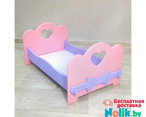 Мебель для кукол кроватка деревянная (подходит для больших кукол бэби бон 49 см). Цвет розовый с сиреневым. Арт. KMO-26 в Минске